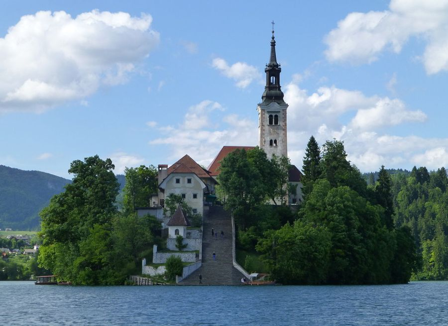 1280px-Bled_(8898155264)